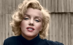 marilyn-monroe-on-patio-outside-of-her-home-585x329